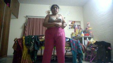 Mature Desi Aunty Dress Change Leaked MMS