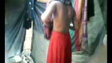 Indian girl taking bath captured secretly hot MMS video