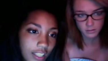 2 Teens Flash Their Tits And Masturbate