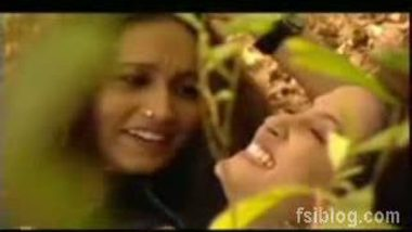 Raima Sen Kissing Mou Sultana – FSIBlog.com