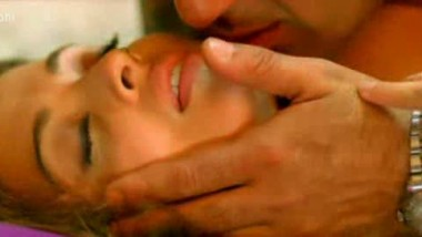 Aish in yet another hot scene – FSIBlog.com