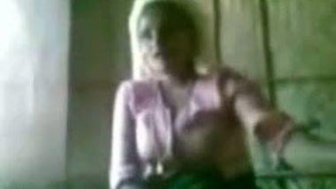 Malayali Umma Getting Her Boobs Exposed