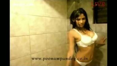 Poonam Pandey Bath Video