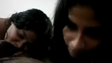 Mumbai Guys enjoys a threesome with two mature Aunty
