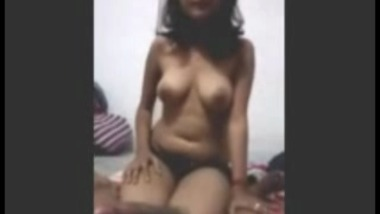 Horny College Girlfriend From Lucknow Gives Blowjob To Classmate