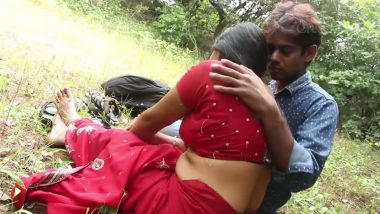 Karol bagh mature aunty outdoor romance with two young guys