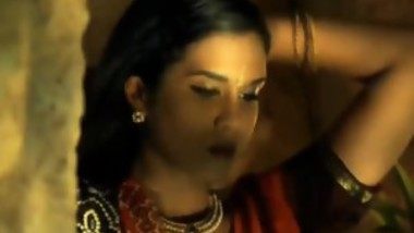 Indian Babe Dances Around Teasing Her Body