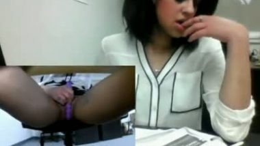 Desi girl secretly masturbate in office with long dildo