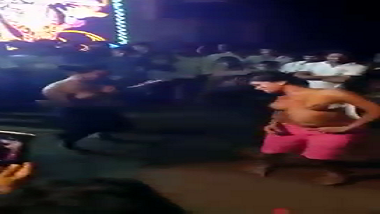Patna amateur dance girls perform naked dance at wedding