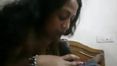 Desi Aunty sucking hindu boss for saving her job