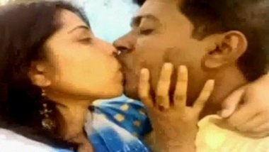 Outdoor real sexy video of desi couple