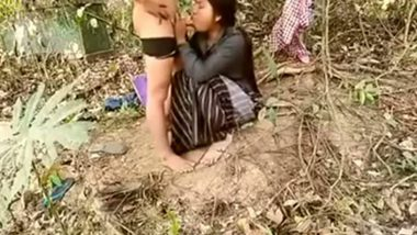 Indian outdoor porn sex village girl with lover