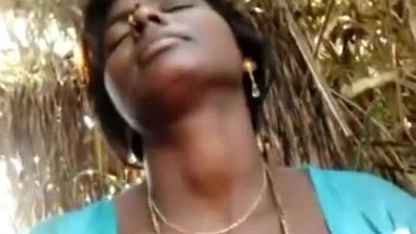 Aunty porn video of a village woman in the forest