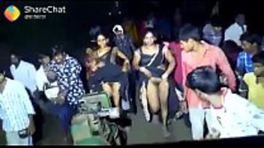 Village girls' free pussy show on the road