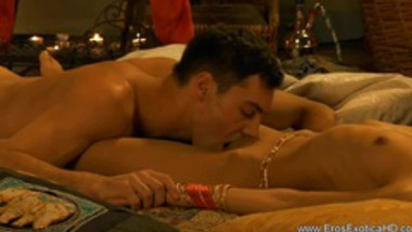 An Erotic Sauna Session With Indian Lovers
