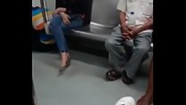 Young Girl's Hot Sex In Delhi Metro Train