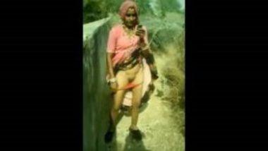 Village Bhabhi Showing Pussy In Open