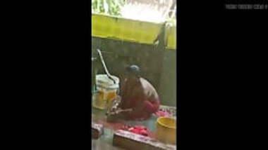 desi village bhabhi outdoor bathing secretly record