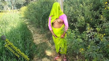 Indian Couple Injoy Outdoor Sex In Village PORN IN HINDI