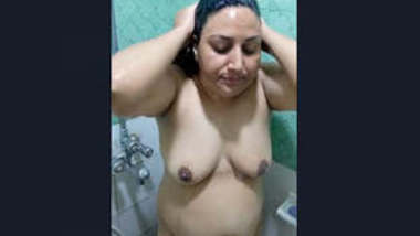 Sexy Paki Wife Bathing and Blowjob