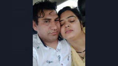 Hot Paki Couple play in car part 1